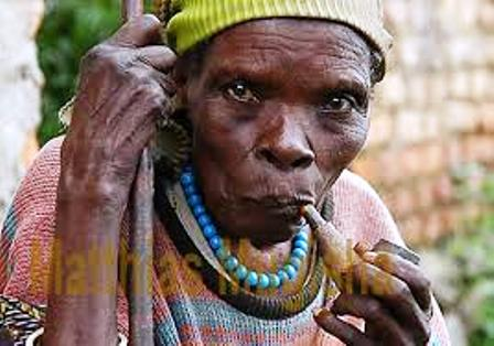 a mukiga woman smoking pipe