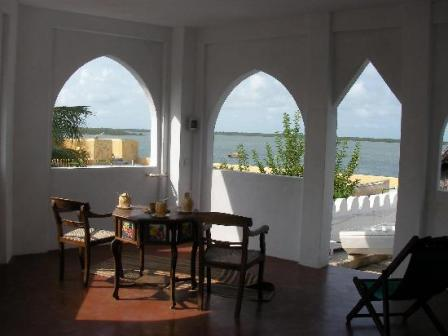 Beachfront Cicada House and Vacation Rental in Shela Lamu