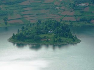 Lake Bunyonyi Resort